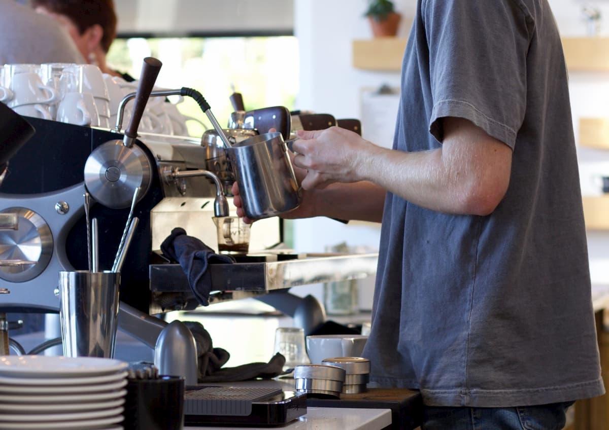 カフェ開業に飲食の経験は必要か?