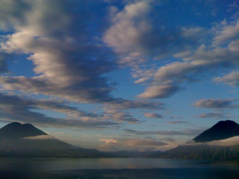 グアテマラ名所 アティトラン湖