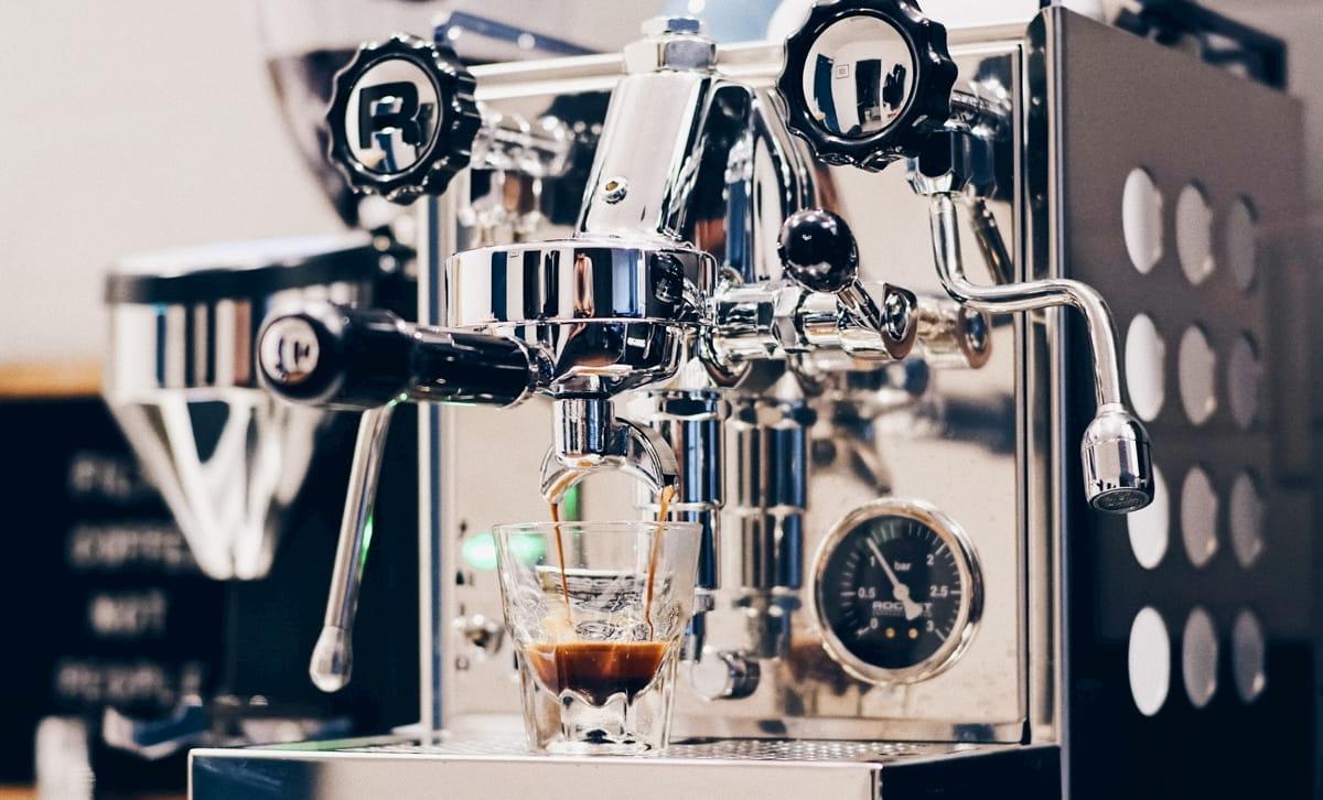 タイプ別小さなカフェ開業向けのコーヒーマシン