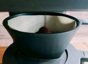 粉を自動で挽き始めます。