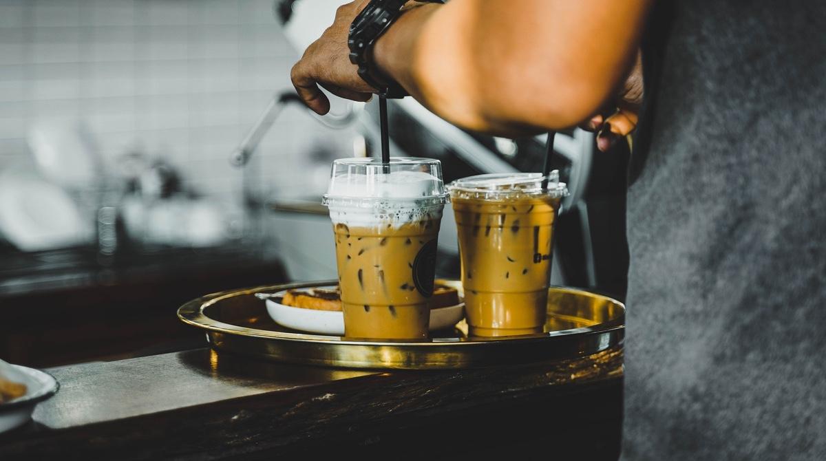 東京でカフェのフリーターで一人暮らしは、最低限の生活なら可能。