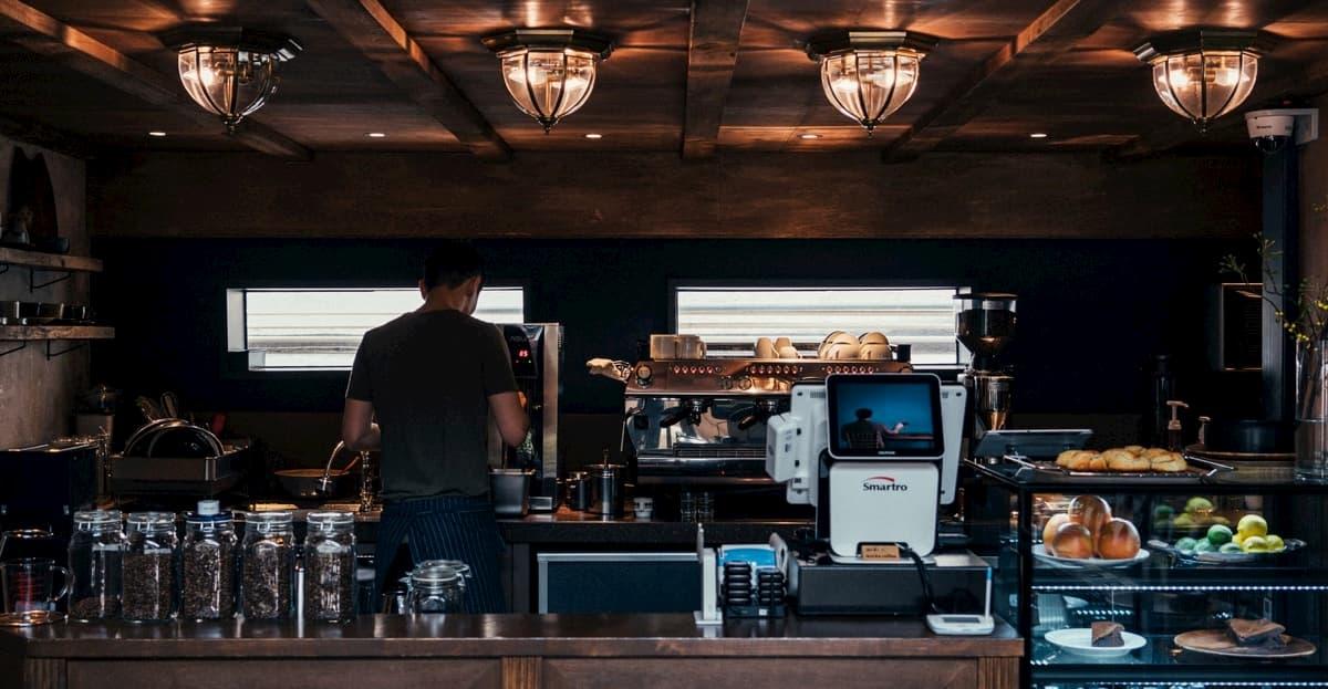 小さいカフェ開業で人件費はかけるべき?