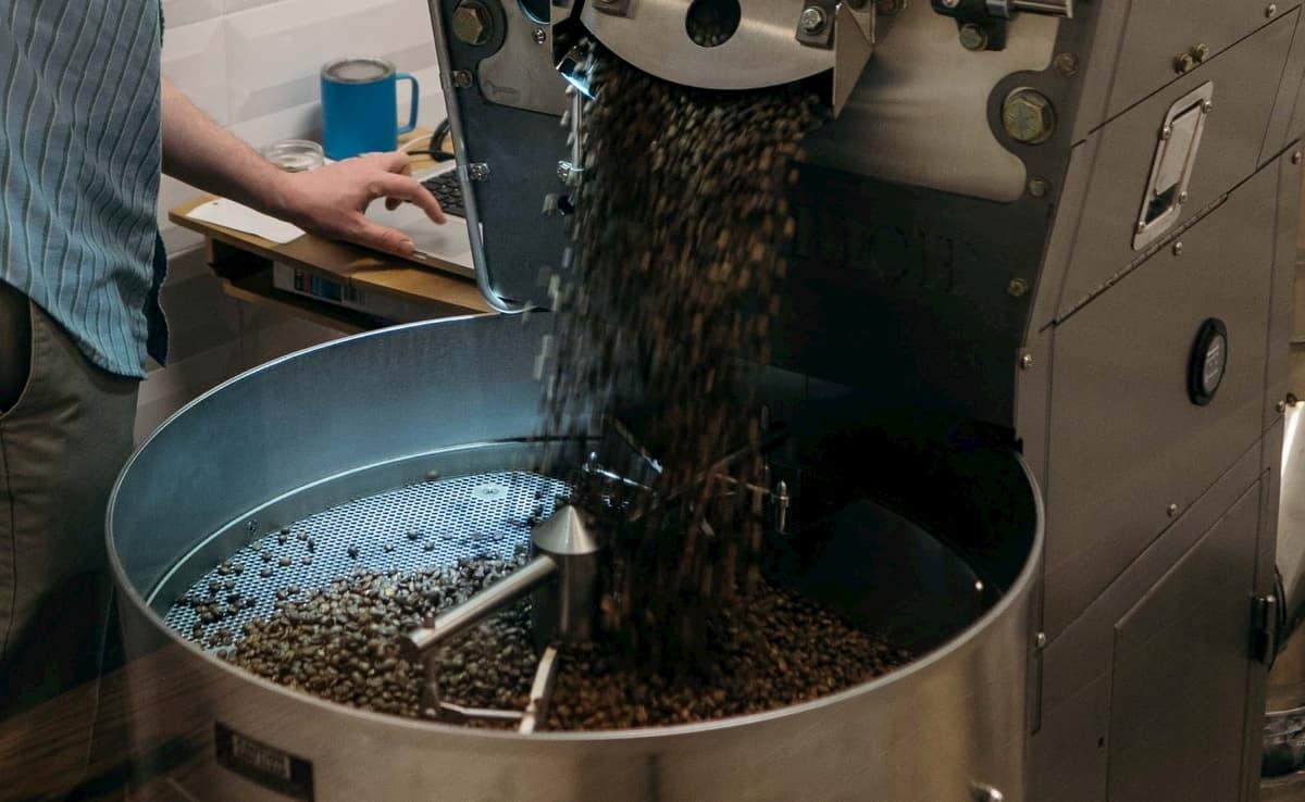 コーヒー豆の買い方 焙煎具合を見る