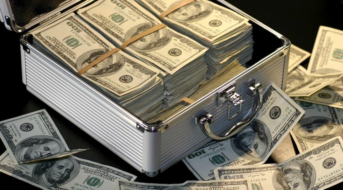 開業資金のうち、自己資金は1/3程度貯めればいい